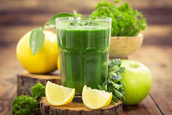 напиток из петрушки и лимона