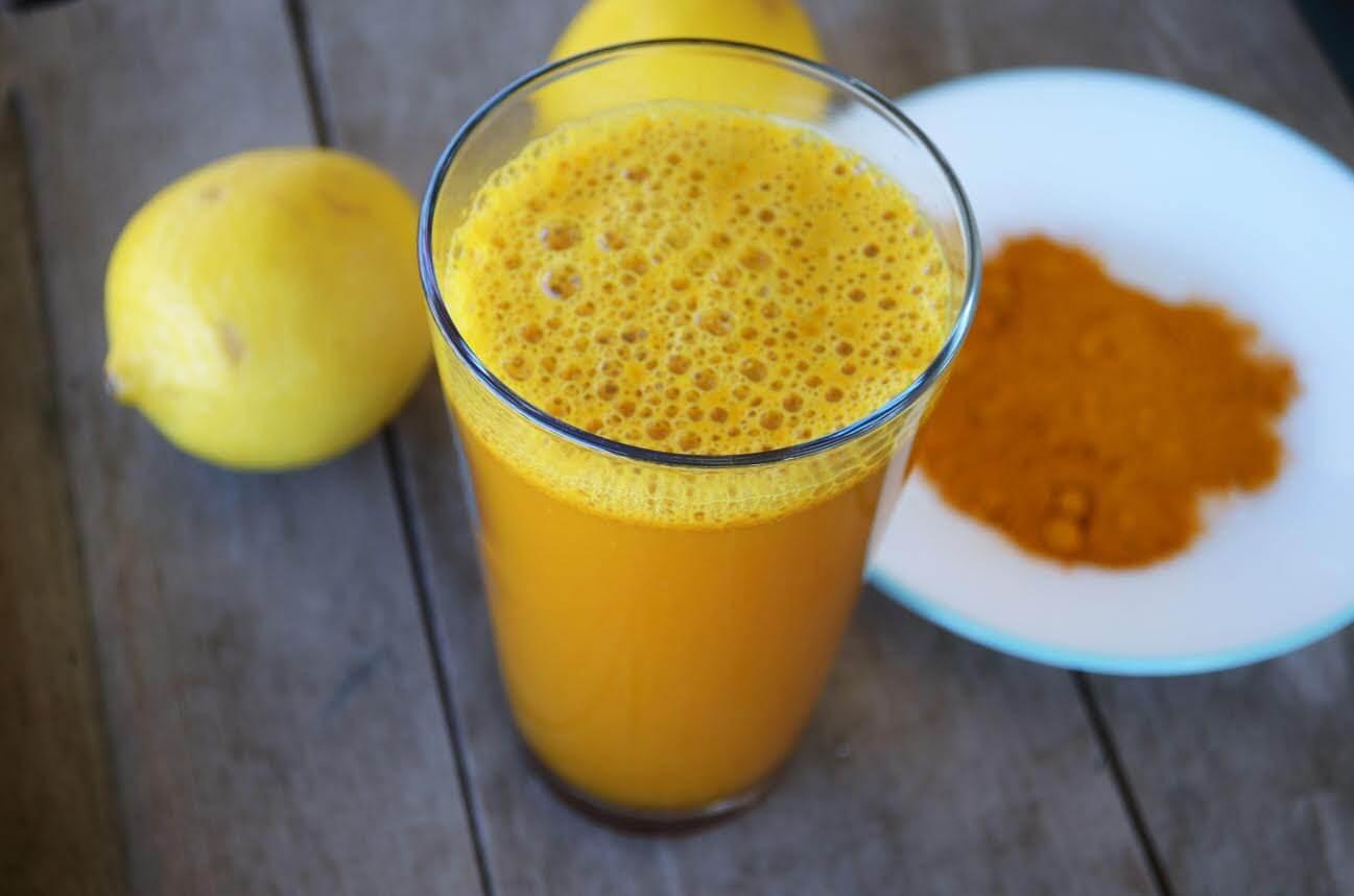 Теплая вода с куркумой: пейте ее каждое утро