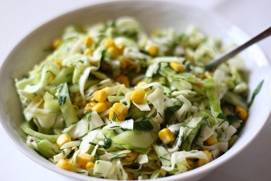 легкий салат с кукурузой