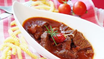 Диетическое жаркое из говядины с овощами