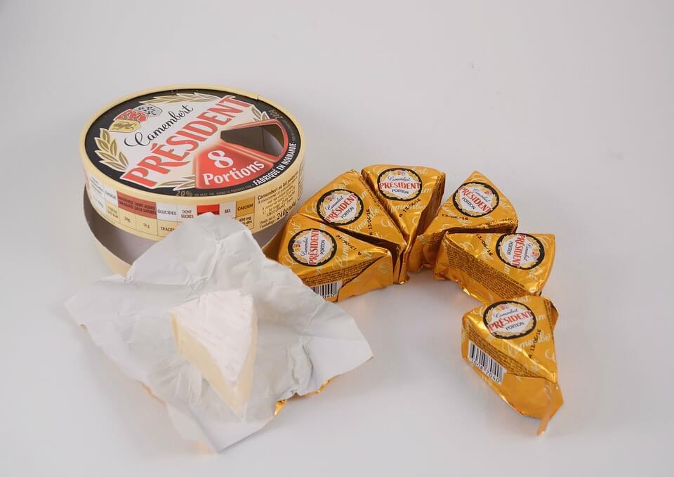 сколько калорий в кусочке сыра