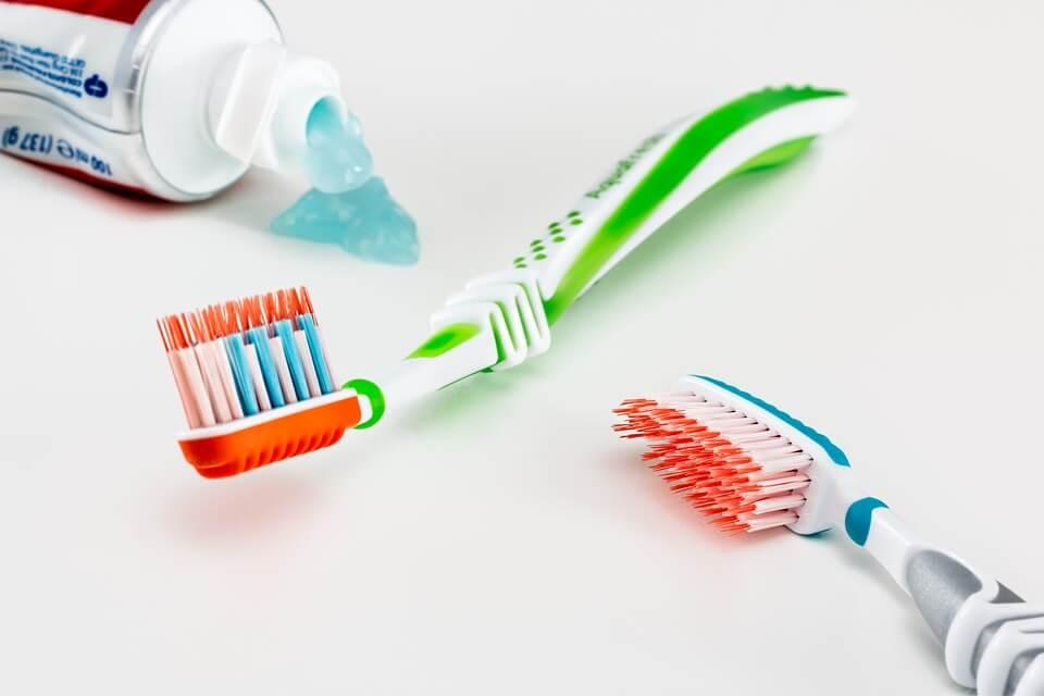 реже чистить зубы
