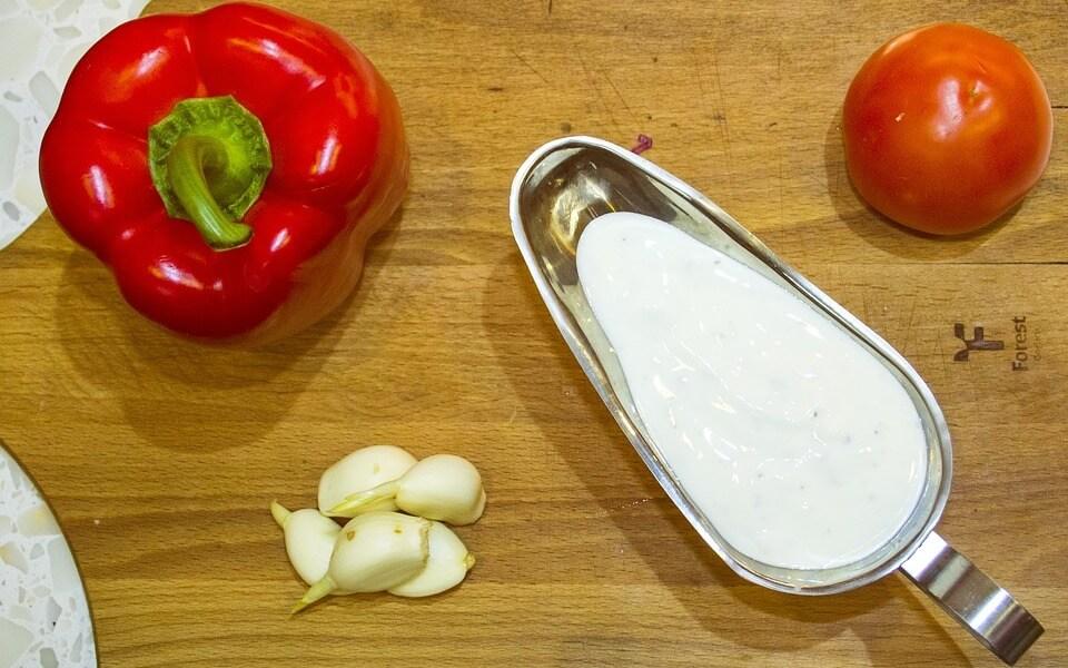 3 легких соуса для замены майонеза