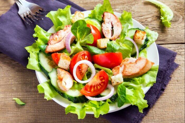 фитнес салат с куриной грудкой