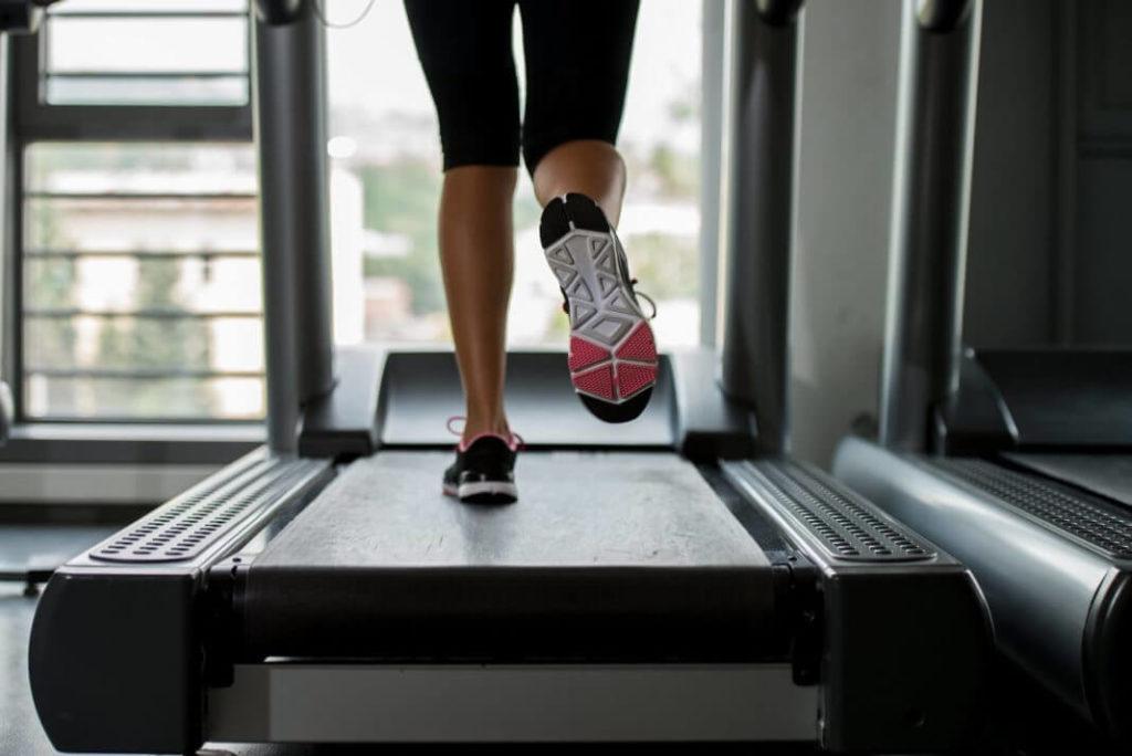 кроссовки для бега на беговой дорожке