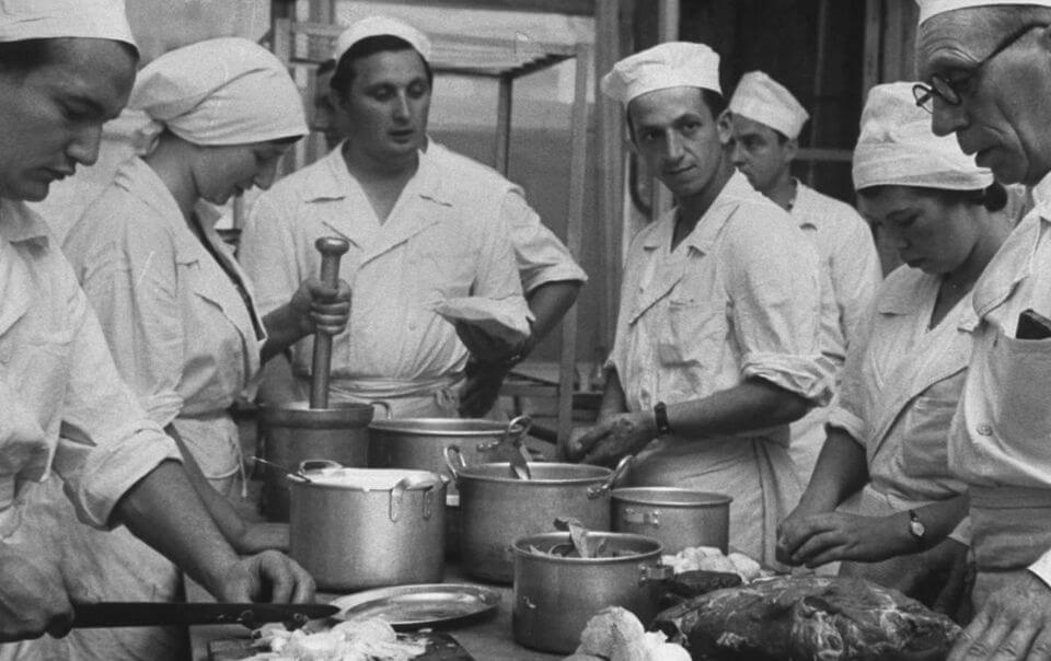 Секреты советских поваров, или чем кормили в столовых СССР?