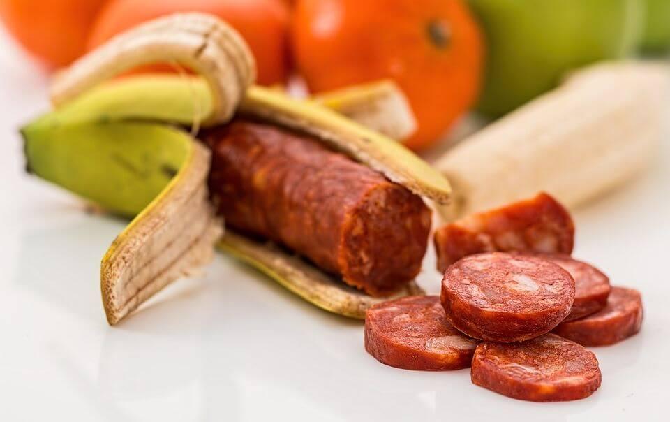 Как придают свежий вид просроченным продуктам