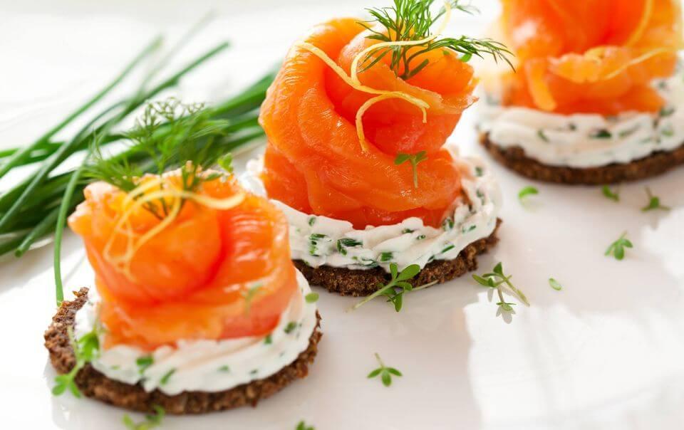 Правильные закуски на Новый год – минимум калорий