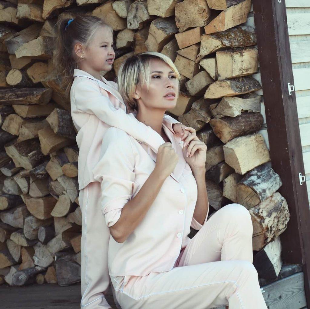 элина с дочерью