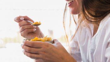 Медики рассказали, что здоровая пища помогает избавиться от депрессии