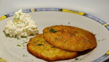 Рецепт ПП сырников из картофеля и укропа