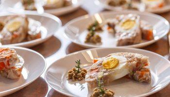 Легкая закуска — низкокалорийный студень из курицы