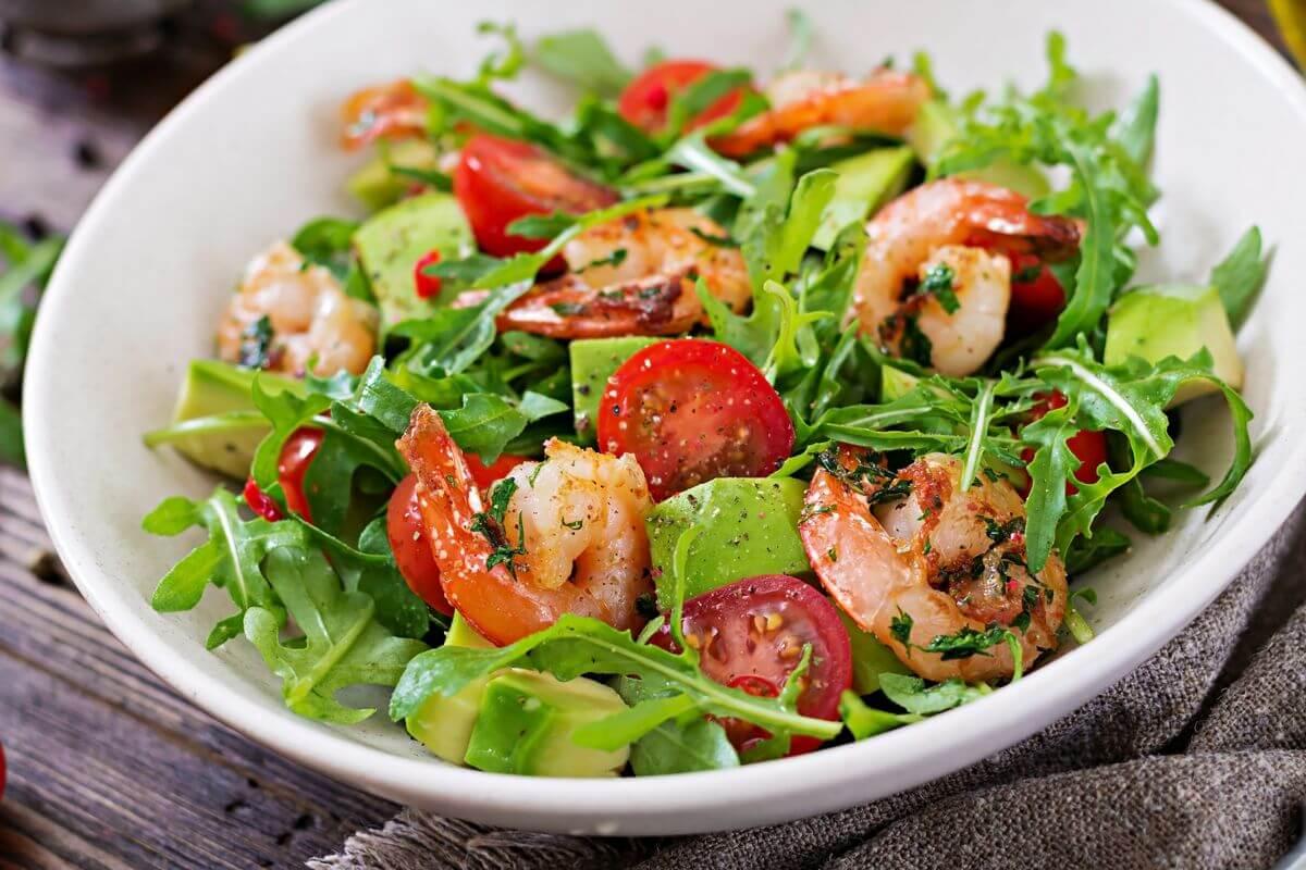 теплый салат с креветками рецепт