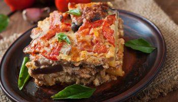 Мусака по-гречески: рецепт с бараниной и баклажанами