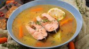 Два вкуснейших рецепта ухи: рыбный суп по-фински с сыром и уха с помидорами