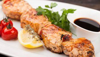 Деликатесный шашлык из лосося: рецепт с маринадом и без