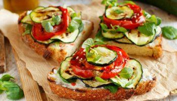 сэндвич с овощами на гриле