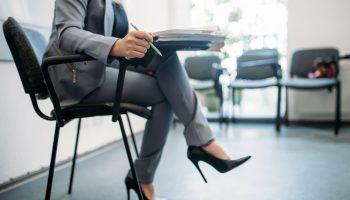 почему вредно сидеть нога на ногу